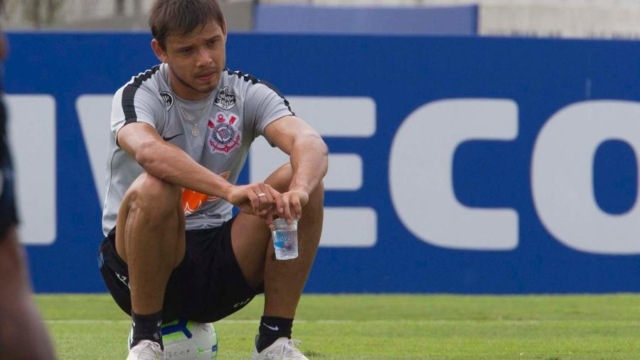 Sem jogar no Corinthians há seis meses, Romero tem apenas mais três semanas de contrato