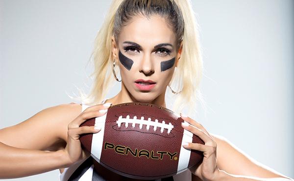 A modelo contou que vem aprendendo e se adaptando com as regras do Futebol Americano no Brasil