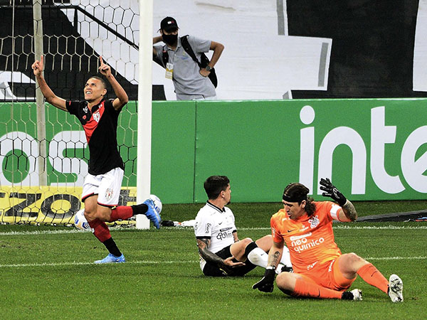 Timão precisa vencer por três gols de diferença para se classificar. Foto: Twitter/Atlético-GO