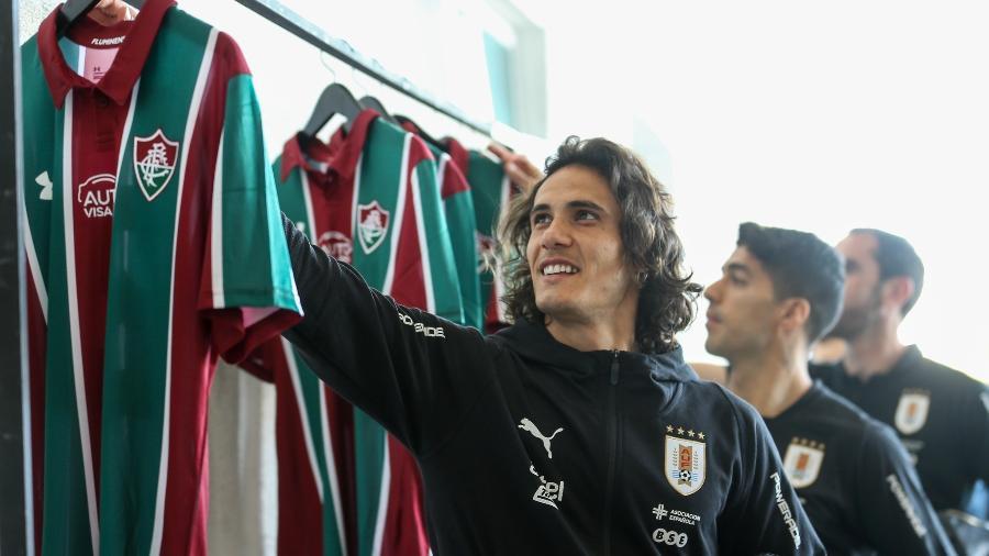 Cavani e delegação do Uruguai ganharam camisas do Fluminense personalizadas