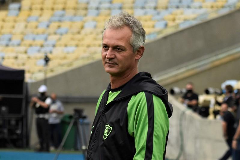 Treinador pede demissão e deixa o clube mineiro após sequência de sete jogos sem vitória. Foto: Estevão Germano/América
