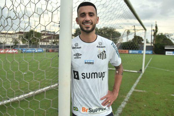 Volante ex-Corinthians trabalhará pela quarta vez com o técnico do Peixe. Foto: Ivan Storti/Santos FC