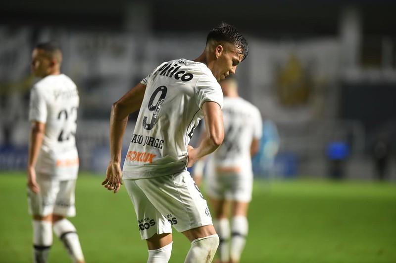 Kaio Jorge bate o pé para não sair de graça do Peixe. Foto: Ivan Storti/Santos FC