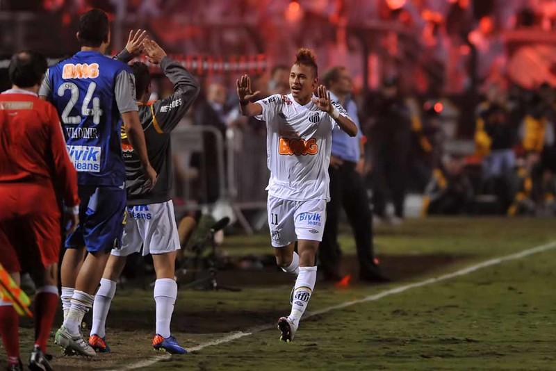 Protagonista no título, Neymar marcou seis gols na campanha santista. Foto: Santos/Divulgação