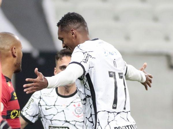 Centroavante corintiano foi punido pelo clube por usar chuteira verde. Foto: Rodrigo Coca/AG Corinthians