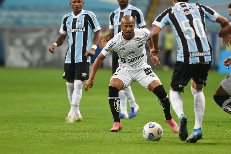 Meia uruguaio voltou a atuar diante do Grêmio após período recuperando lesão no joelho. Foto: Ivan Storti/Santos FC