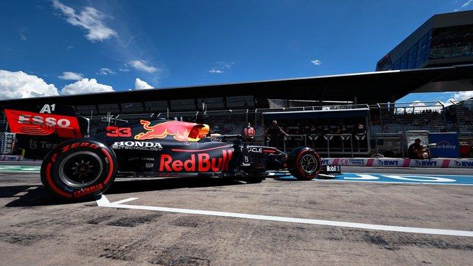 Holandês deixando o pit para seu giro voador na Áustria. Foto: Red Bull Racing Honda