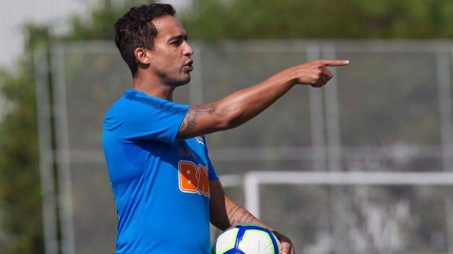 Meia Jadson durante treino do Corinthians