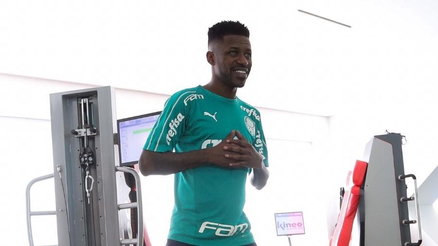 Volante Ramires em treino na Academia de Futebol do Palmeiras