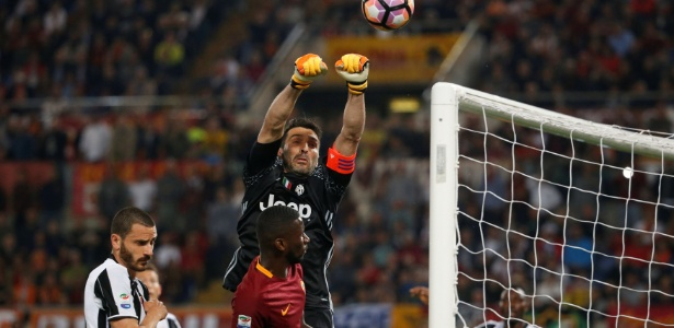 Na final da Liga dos Campeões com a Juventus, Buffon recebeu elogios de Piqué