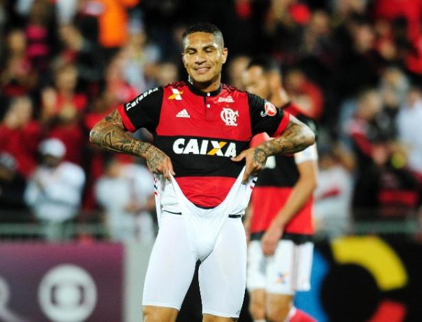 Guerrero é mais um problema para o Flamengo na reta final da temporada 2017. Foto: Dhavid Normando/Futura Press/Estadão Conteúdo - retirada do UOL
