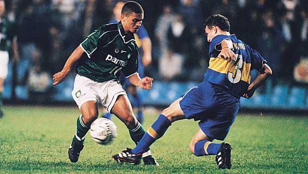 Alex foi um dos grandes talentos do futebol brasileiro que ficou fora da seleção em 2002. Foto: Reprodução