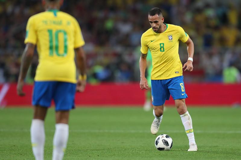 Meio-campista brasileiro não recebe há cinco meses e desperta o interesse do Flamengo. Foto: Lucas Figueiredo/CBF