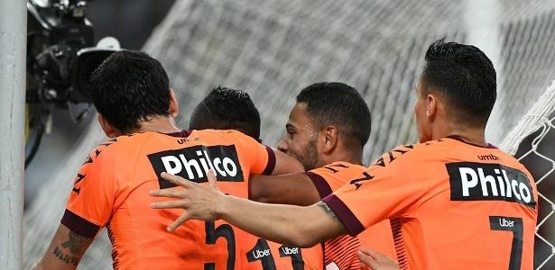 Atlético-PR não tomou conhecimento e fez 4 a 0 no Fluminense no placar agregado nas semifinais
