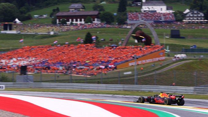 Muitos holandeses festejaram a vitória do líder do campeonato. Foto: Red Bull Racing Honda