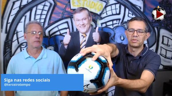João Antonio e Frank Forte com a bola da Copa América. Foto: Reprodução