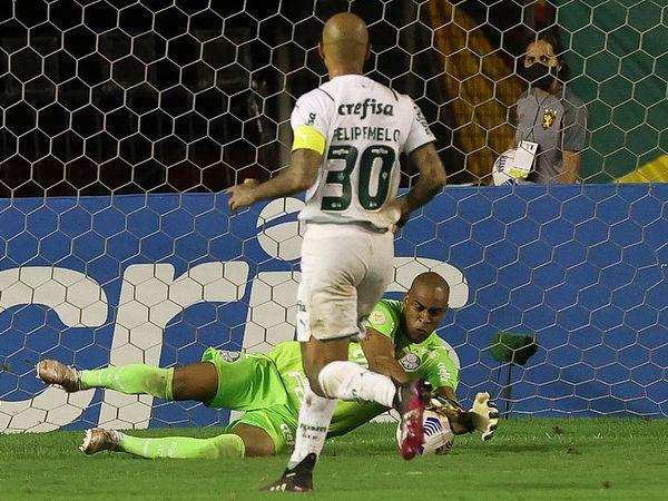 O volante Felipe Melo é um dos jogadores que não deve seguir no clube em 2022. Foto: Cesar Greco