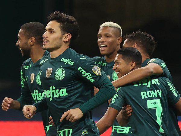 Verdão perdeu apenas um dos últimos oito jogos e alcançou a ponta da tabela. Foto: Cesar Greco
