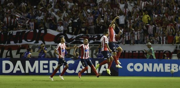 Teo Gutierrez foi expulso e pode desfalcar no Junior nos dois jogos da decisão sul-americana