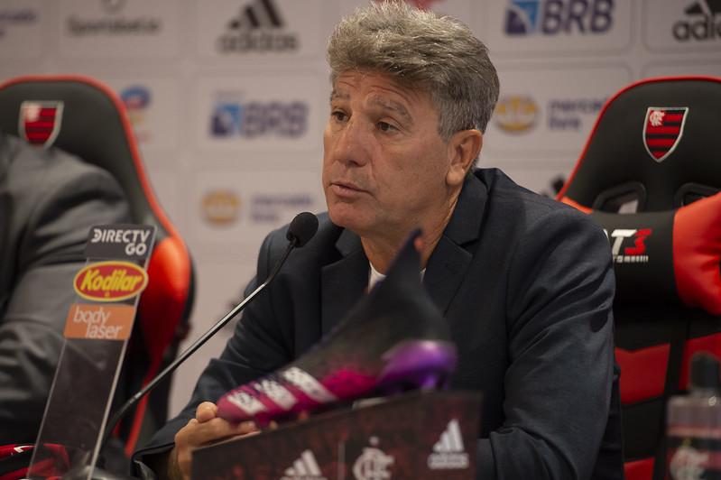 Novo treinador do Mengão disse ter se emocionado após fechar contrato com o Fla. Foto: Alexandre Vidal/Flamengo