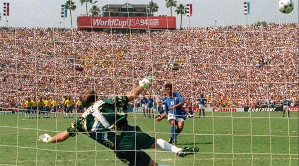 Taffarel saltou para a esquerda e Baggio mandou para fora na decisão da Copa de 94. Foto: Divulgação