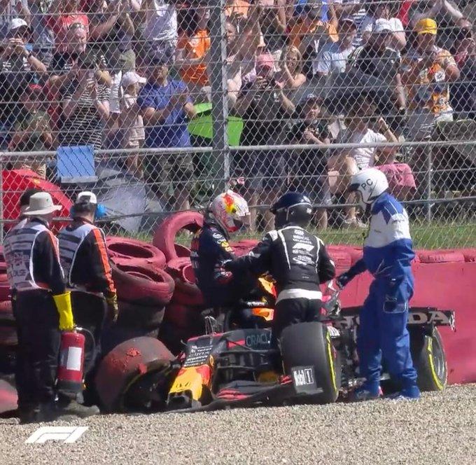 Holandês da Red Bull deu sua versão para o acidente em Silverstone. Foto: Twitter